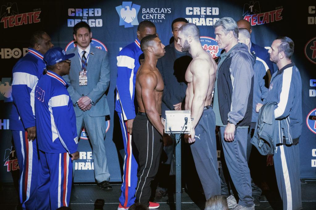 Adonis e Viktor se encarando na pesagem antes da luta